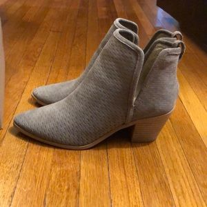 Loria Lucky Brand Booties